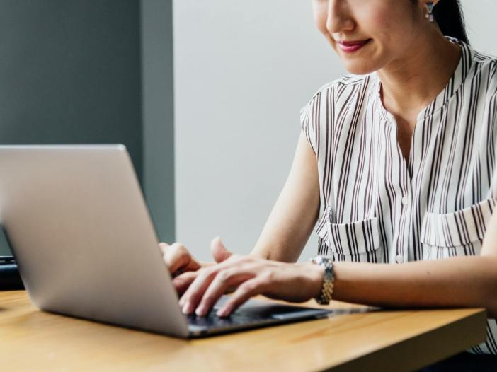 things to sell online for students and stay at home moms