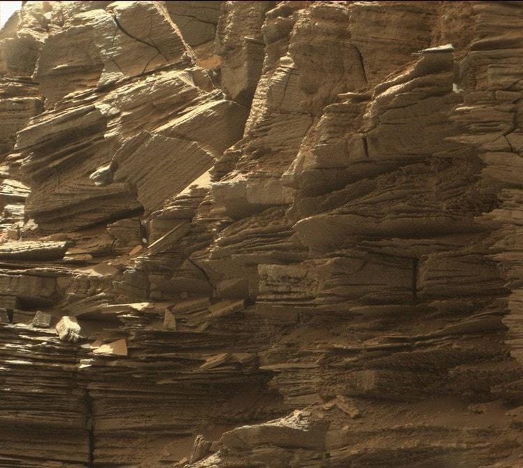 mars roche stratifiée rover curiosity paysage martien mont sharp aeolis mons roches