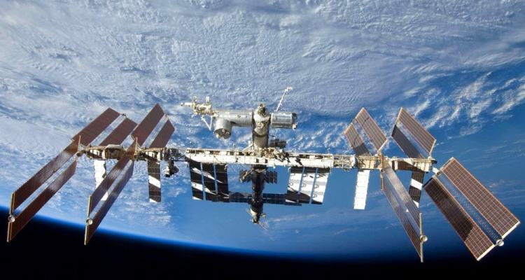 iss station spatiale internationale spacex bactérie superbactérie