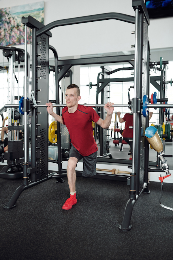 Man doing lunges in power rack