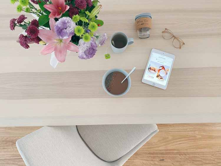 Flowers, dining chair, smoothie bowl, green tea, blog.All loving lately features.