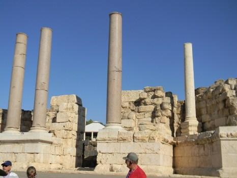 betshean theater columns