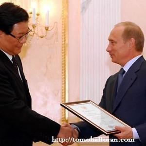 Vladimir_Putin_with_Zhang_Deguang-300x300