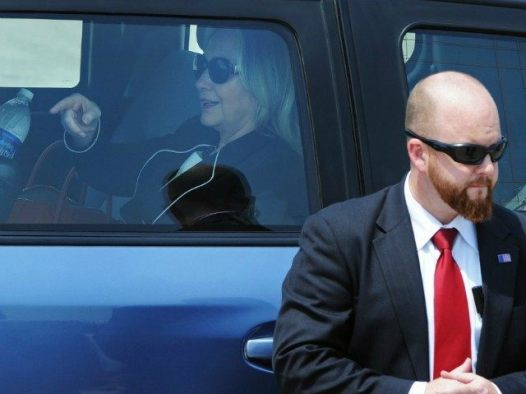 hillary-clinton-with-secret-service-guard-Getty-640x480