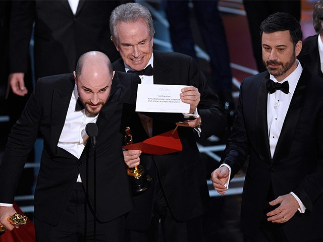 Oscars Disaster: Beatty and Dunaway Announce Wrong Best Picture Winner (Video)