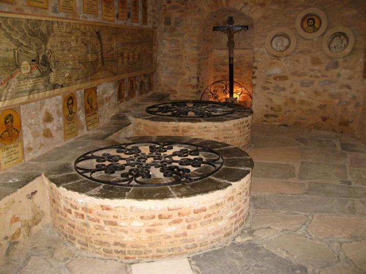 Οι βυζαντινοί συροί στο «Κρυφό Σχολειό», © Β. Ζήσης πεντελη μυθοι