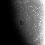 Шестиугольный полярный ураган на сатурне