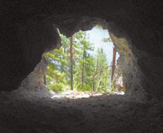 Камень Дыроватые ребра – вид из пещеры