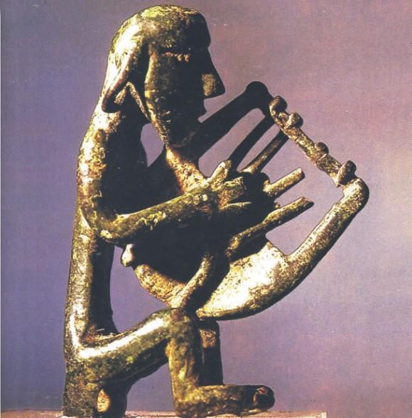 Певец. Бронзовая фигура IX Века до н.э., найденная на Крите. Хранится в музее Гераклиона