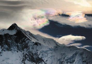Иризация на перисто-кучевых облаках. Фото О. Бартунова. Гималаи, 3 ноября 2011 года (www.flickr.com/photos/obartunov/6358510583)
