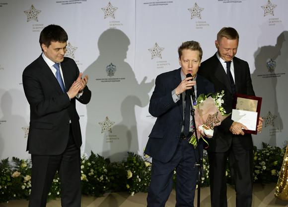 С. Попов на церемонии вручения премии «За верность науке». Фото М. Олендской