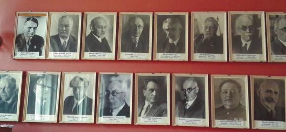 Портреты в музыкальном клубе академического поселка Мозжинка. В верхнем ряду крайний слева — Лысенко, справа — Шмальгаузен