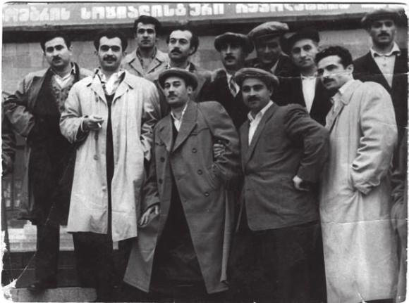 В.П. Копалейшвили с коллегами пополитехническому институту (второй слева в первом ряду). Фото из архива В.П. Копалейшвили