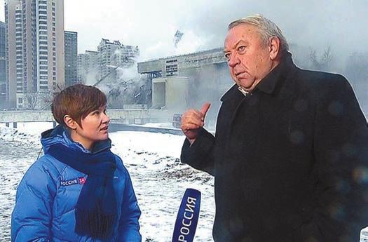 В. Фортов на фоне горящего ИНИОНа (Вести.ру)