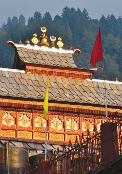Навершие на крыше храма Бхимакали. Фото А. Андреева