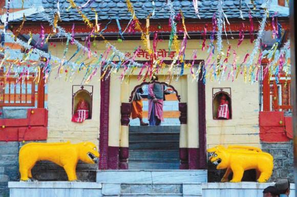 Тигры, охраняющие один из входов в храм. Фото А. Андреева