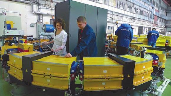 Апрель 2015 года. Сборка компактного протонного ускорителя для Massachusetts General Hospital (Бостон, США). Фото: protom.ru