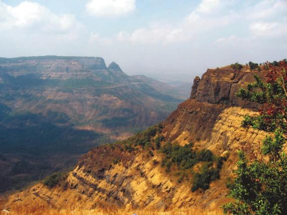 Траппы плато Декан восточнее Мумбаи (Индия). Автор фото — Nichalp