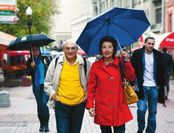 Михаил Шифман с женой, Арбат, 2013 год. Фото Е. Ростуновой