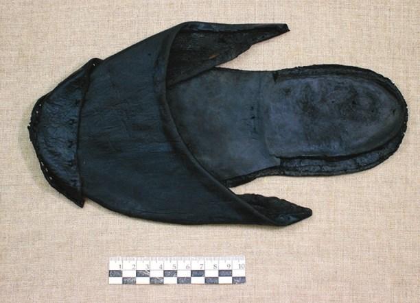 Прекрасно сохранившаяся кожаная туфля-шлепанец