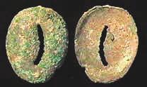 6H. Имитация каури из бронзы, 20 × 17 мм, периоды Шан и Чжоу, ок. 1400–900 годы до н. э. [3]