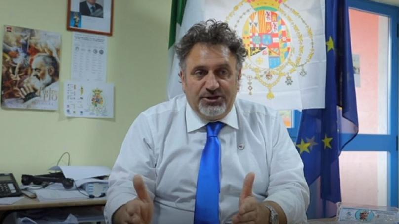 Рис. 2. Энрико Фратанджело — мэр Кастеллино-дель-Биферно у себя в кабинете