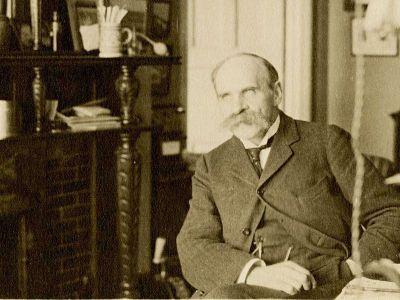 Джон Скотт Холдейн (отец Дж.Б.С.Холдейна) в лаборатории в Оксфорде, 1911 год. Boston Medical Library/«Википедия»