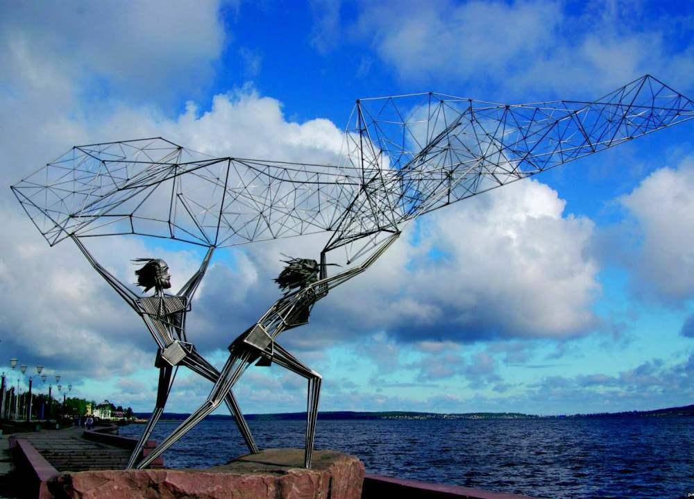 Скульптура «Рыбаки» нанабережной Онежского озера вПетрозаводске (Республика Карелия). Фото: panevin.ru
