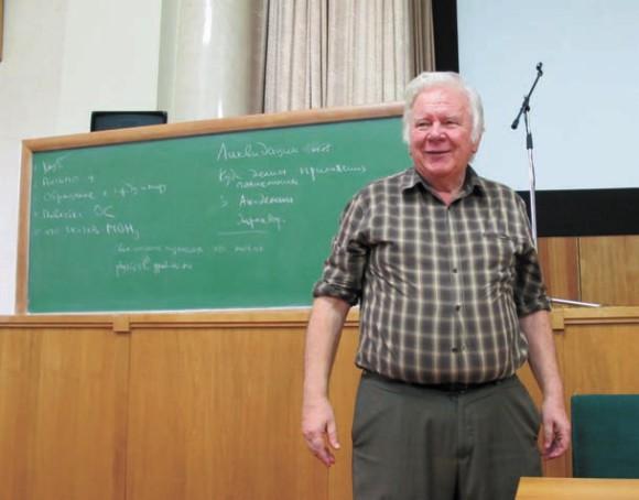 Академик В. Захаров объявляет о создании клуба «1 июля». ФИАН, 8 июля 2013 года