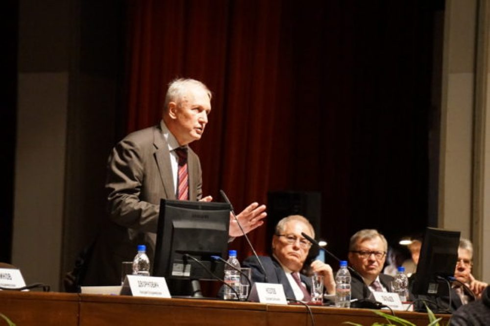 Валерий Козлов умело руководил сложным заседанием