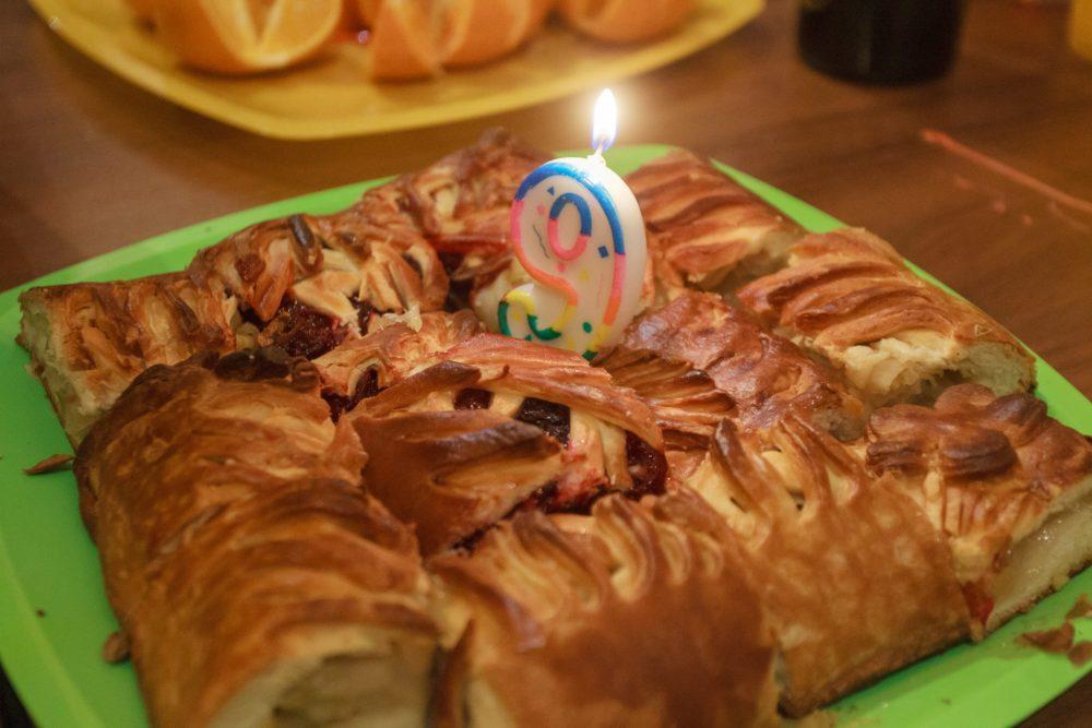 Девять праздничных пирогов и одна свечка