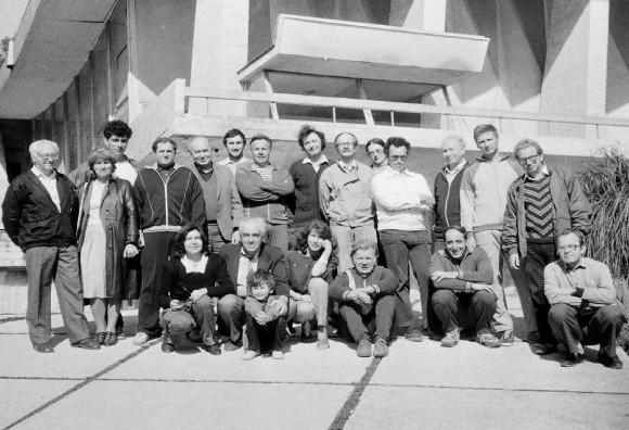 Неполная группа участников Сочи -3 в Малом Ахуне (1986 ) - первая конференция Немцова в Сочи (стоит третий слева). Цытович держит сына Владимира Захарова,сам Захаров сидит третий справа, первая слева сижу я.