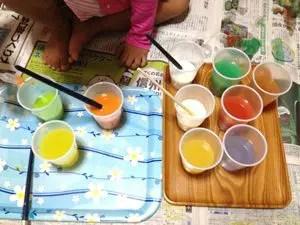 絵の具でジュース作り!
