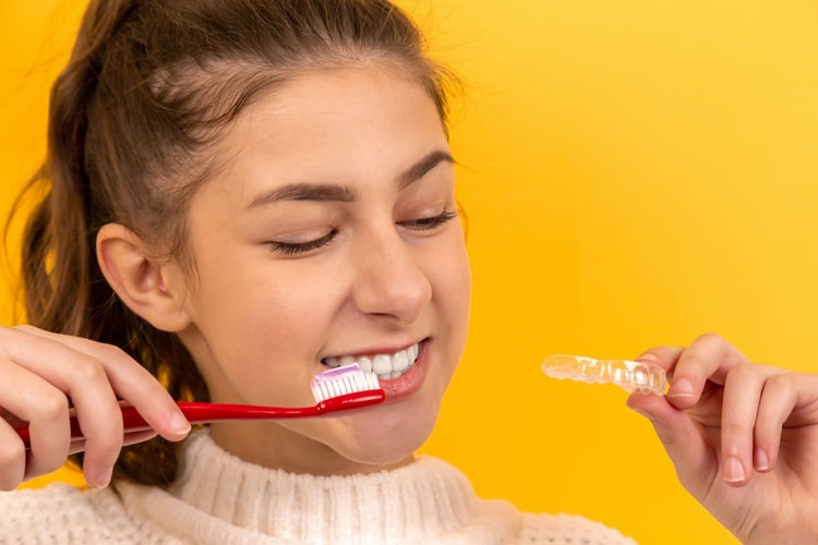 REMOVE CLEAR ALIGNERS