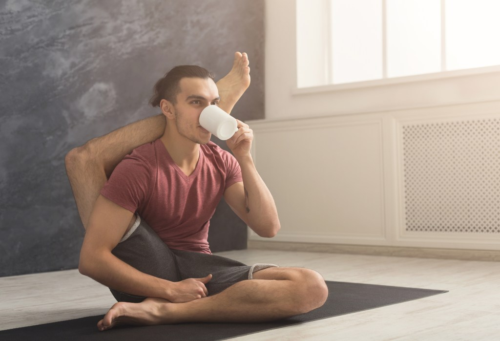 What Are The Pros & Cons Of Drinking Coffee Before A Workout