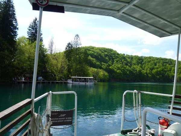 スタート地点には向こう岸に渡る渡し船が:プリトヴィツェ国立公園