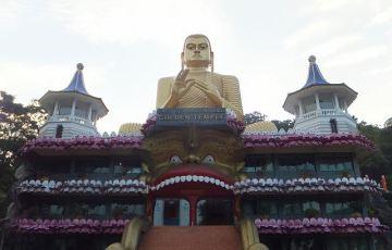 ダンブッラ黄金寺院(石窟寺院)・・・!?:スリランカ