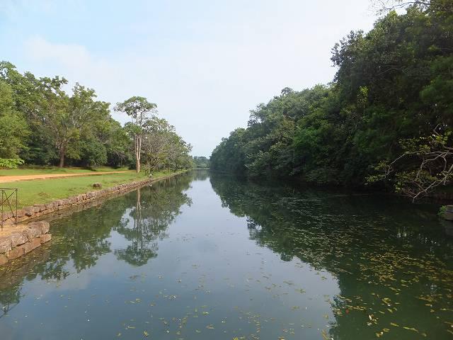 シギリヤロックの周りのお堀:スリランカ