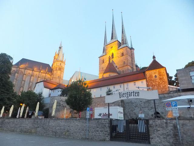 エアフルト大聖堂の前にビアガーデン!?:ドイツ