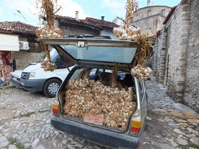 にんにくいっぱいの車