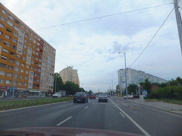 ブダペスト市内に向かう道:ハンガリー