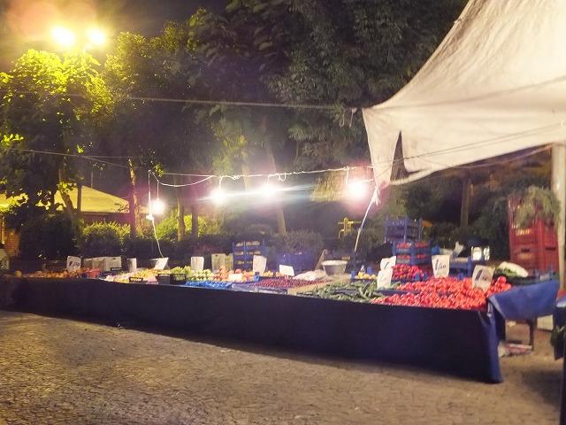 夜の野菜の市場