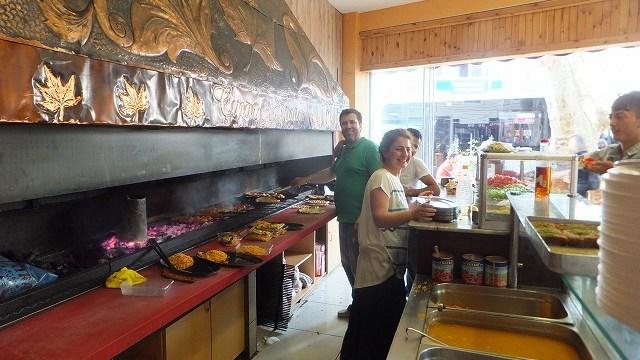 ローカルなレストランの店員さんたち:イスタンブール