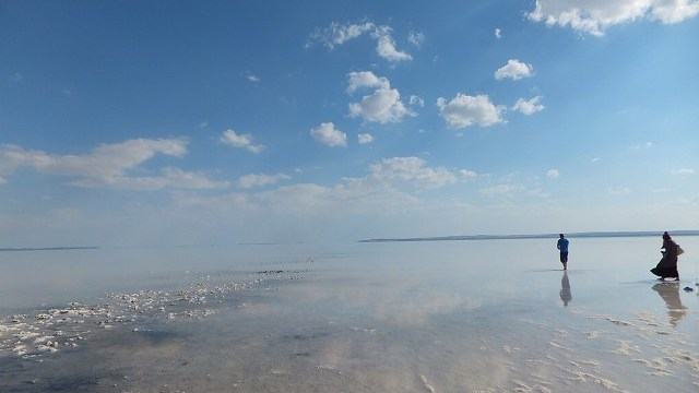 トルコの塩の湖 反射してきれい♪