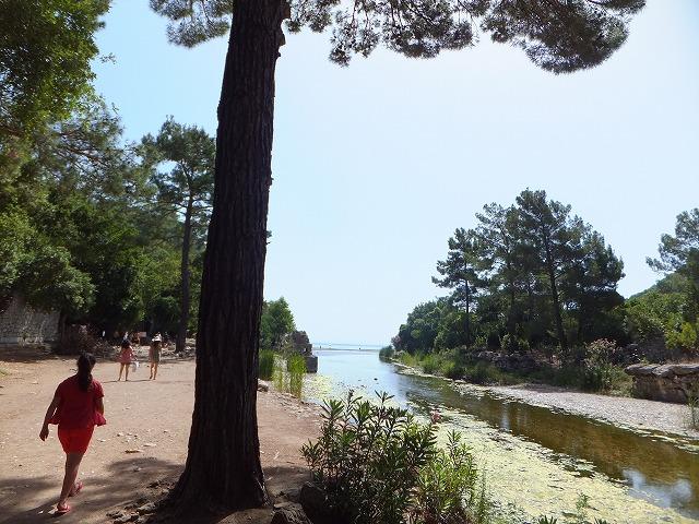 オリンポスのビーチに行く途中の道
