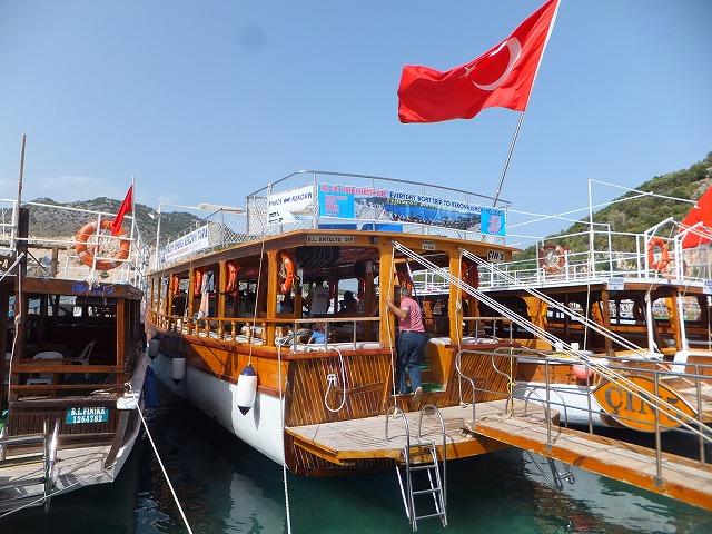 オリンポスのボートツアーで乗ったボート