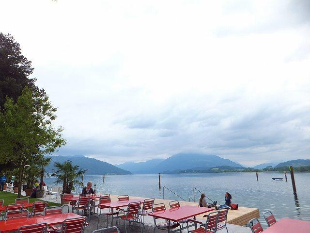 ツーク湖畔のカフェでひとやすみ:スイス