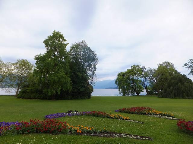 カフェからのツーク湖畔の景色:スイス