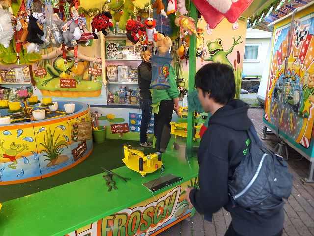 東京フレンドパークにあったゲーム:ドイツ移動式遊園地にて