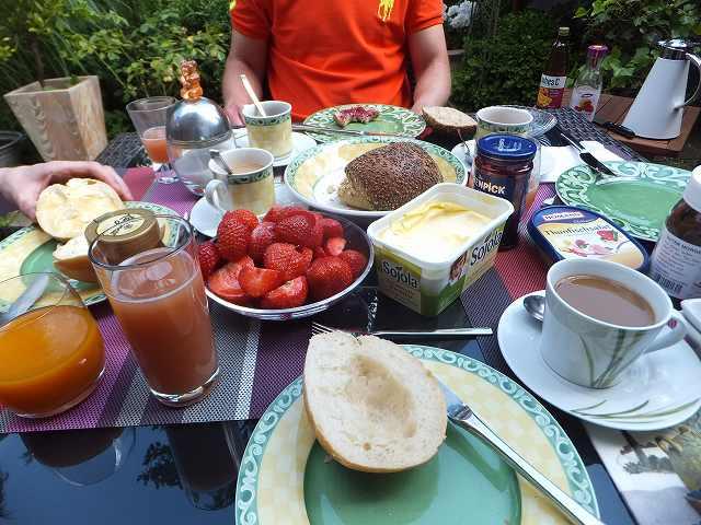 こちらドイツご家庭の朝食
